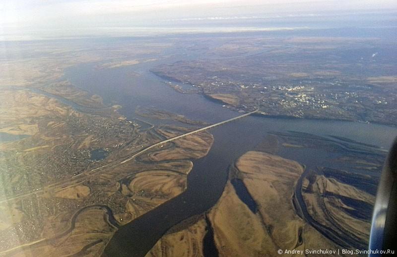 Мост через реку Амур возле города Хабаровска