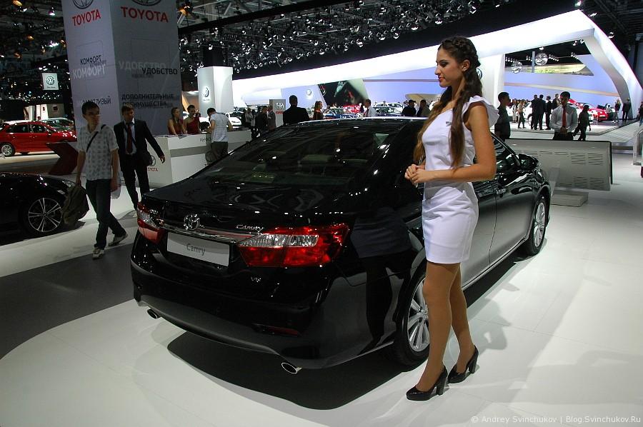 Девушки на Московском международном автомобильном салоне