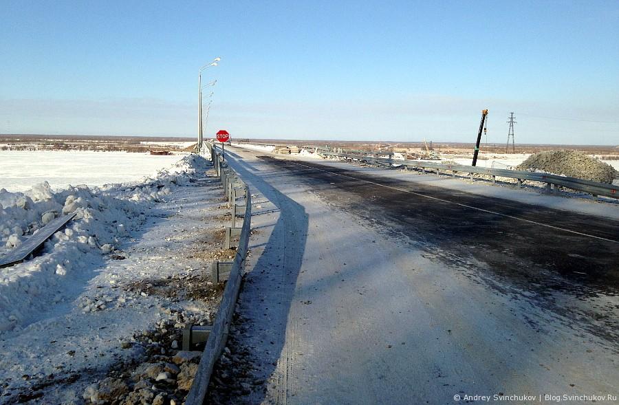 Мост на Большой Уссурийский остров зимой
