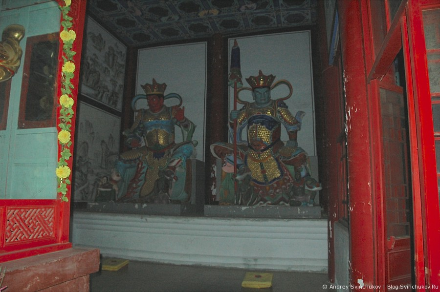 Храм в Хуньчуне ночью