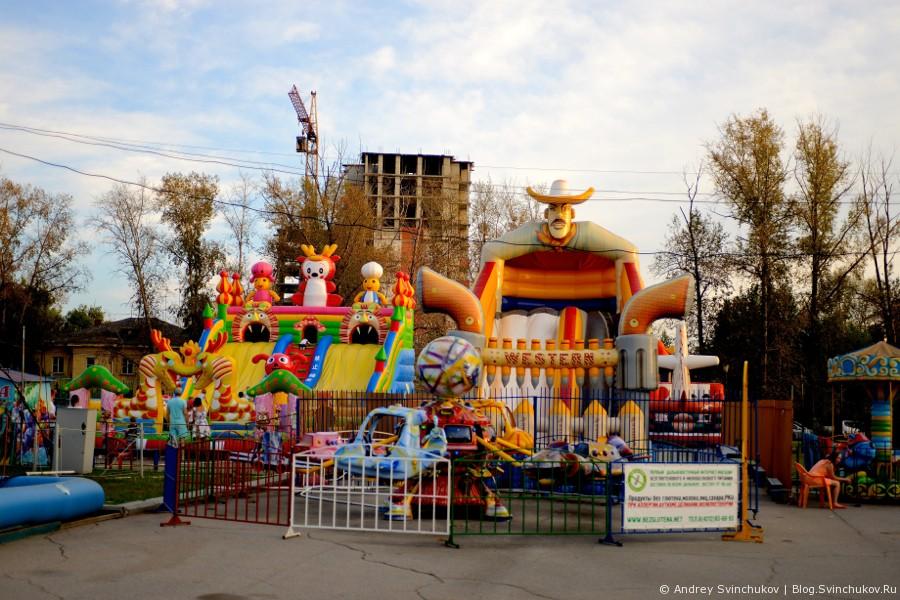 Вокруг хабаровского цирка в начале осени