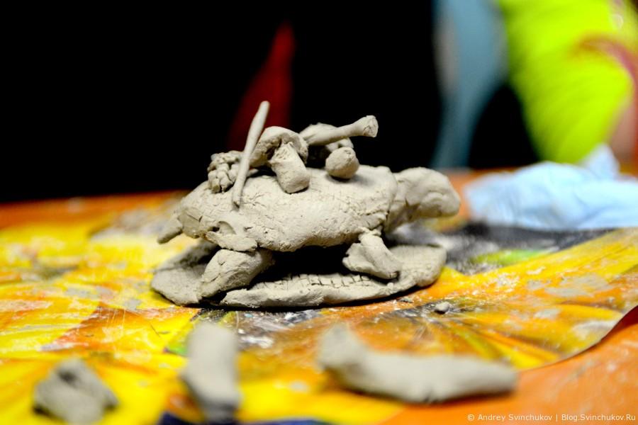 Как дети черепах из глины лепили