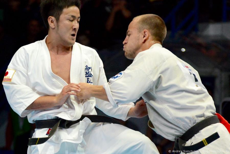 Финальный бой в категории до 75 килограмм на Чемпионате мира по киокусинкай карате