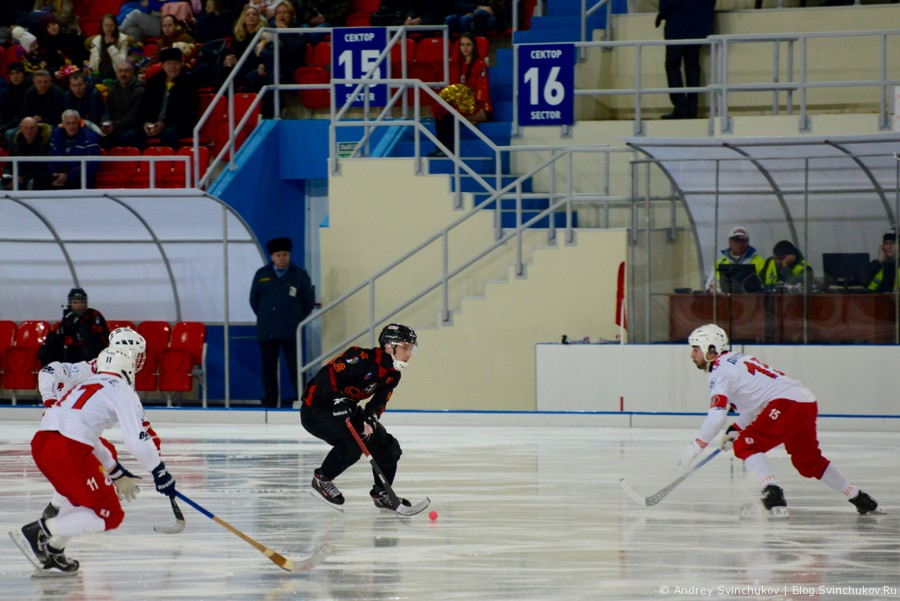 """Команда """"Енисей"""" и тройка судей против хабаровского """"СКА-Нефтяник"""""""
