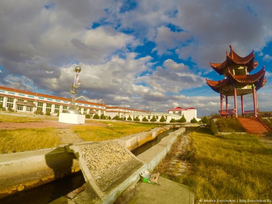 На территории рыборазводного завода в Фуюане