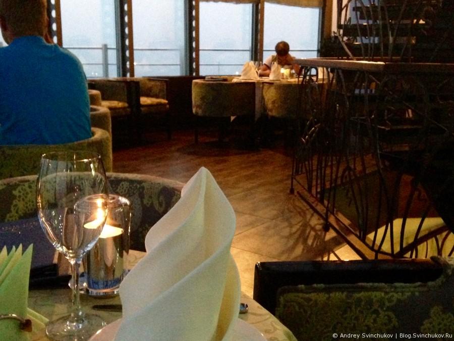 "Ресторан во владивостокской гостинице ""Меридиан"""