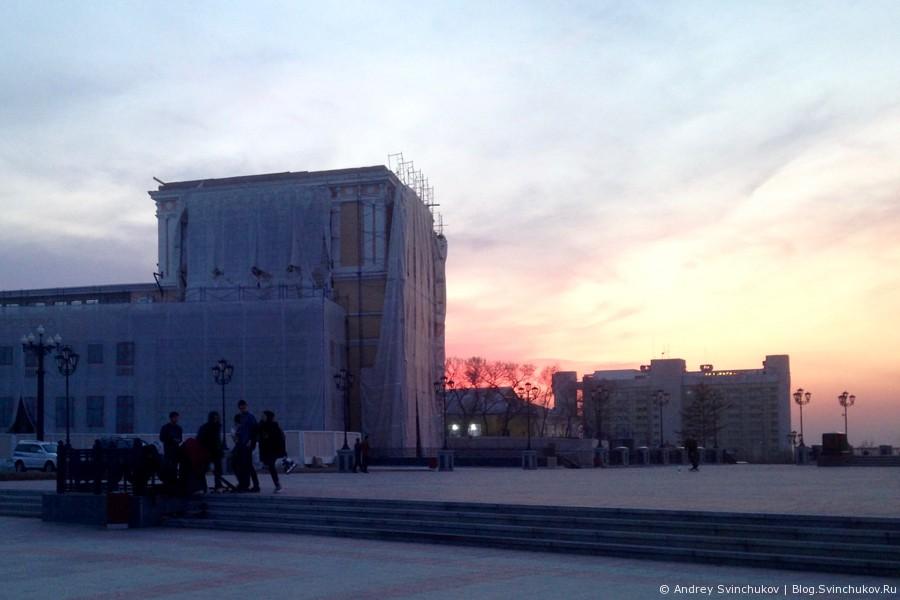 Скейтбординг на площади Воинской славы в Хабаровске
