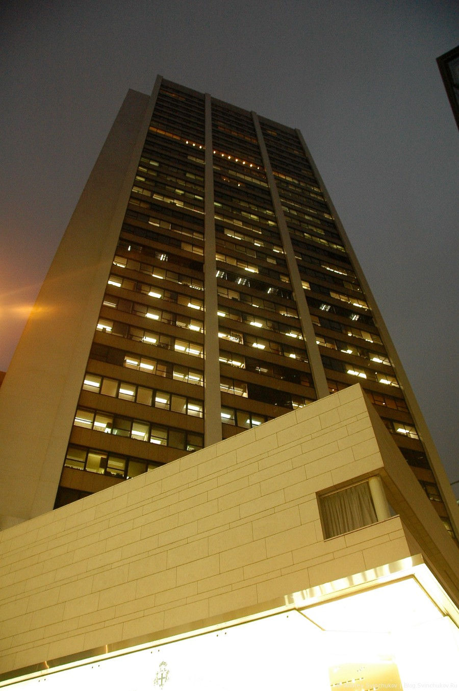 Гонконг вечерний вертикальный