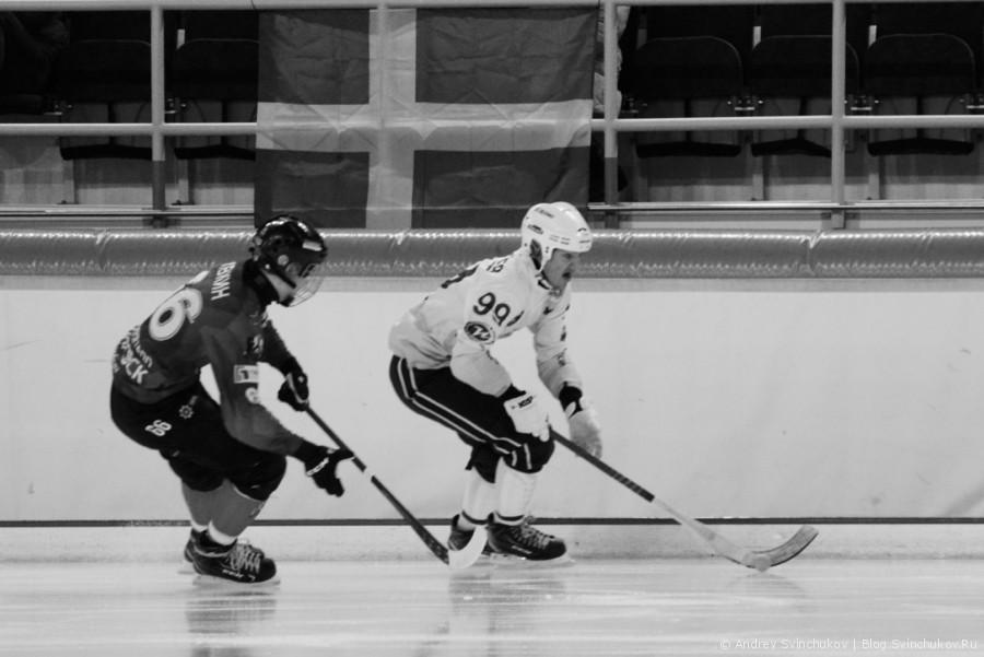 Матч по хоккею с мячом между командами СКА-Нефтяник и Байкал-Энергия
